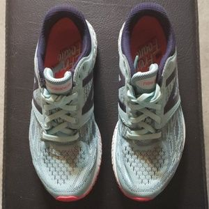 New Balance Sneakers Shoes Bkue size 6.5